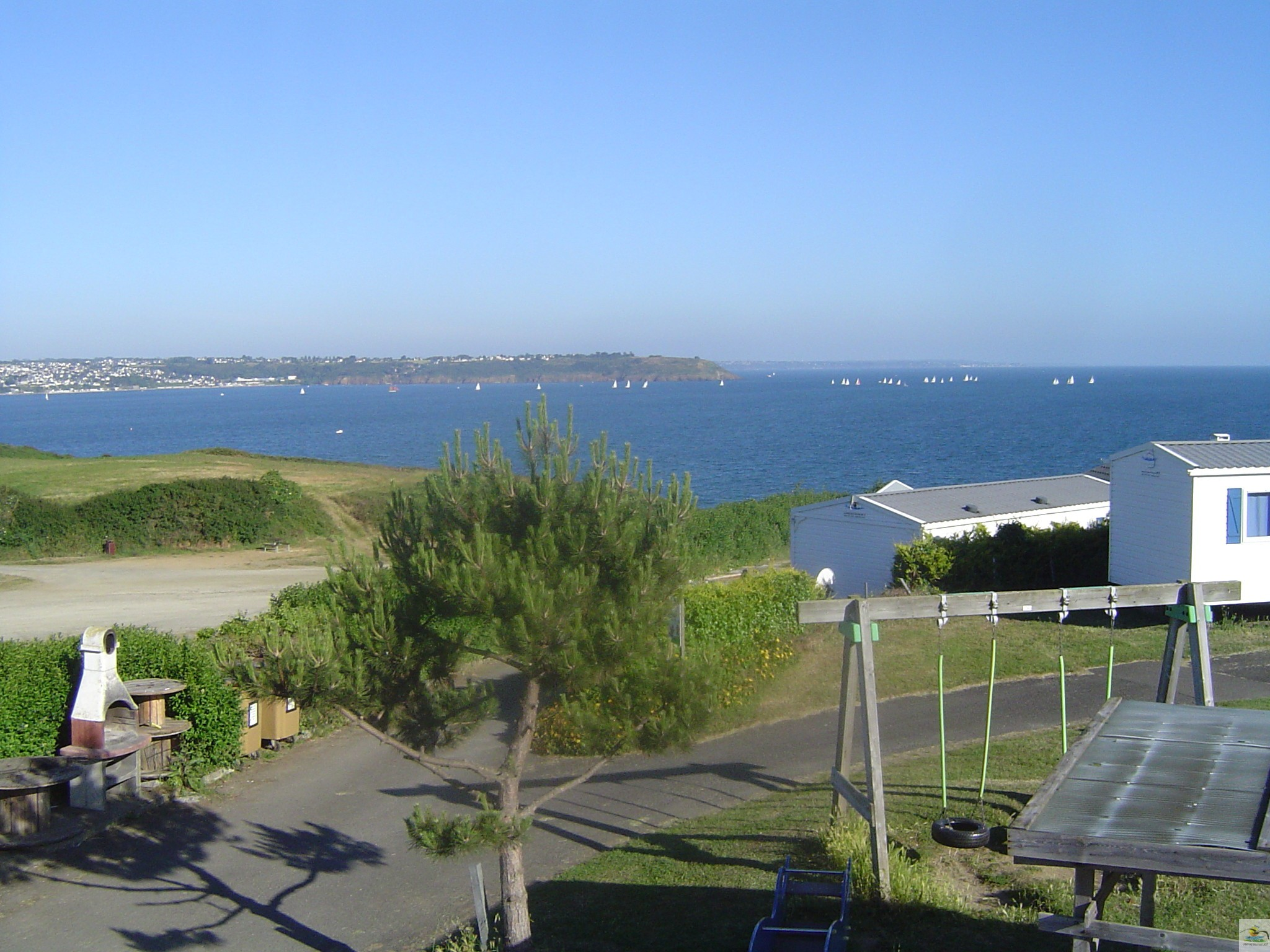 Home camping bellevue mer avec piscine en bretagne for Piscine de france